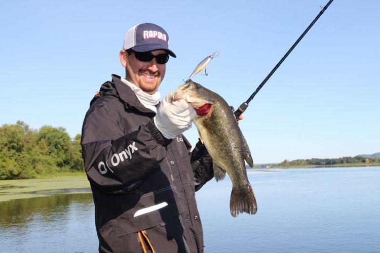 Benefits of balsa crankbaits to catch bass