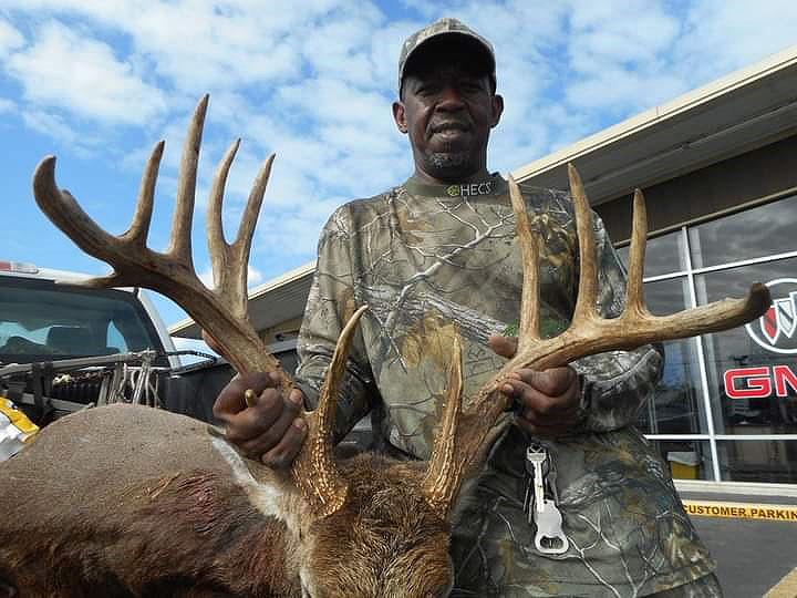 Carlos Stewart and his impressive 13-point Beauregard Parish buck.